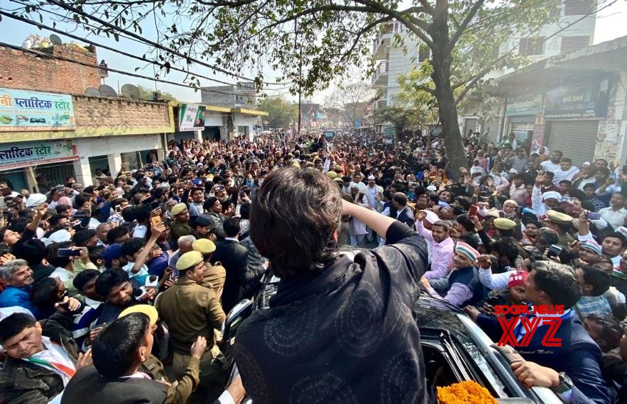 Jaunpur (UP): Priyanka Gandhi receives warm welcome on her way to Azamgarh #Gallery
