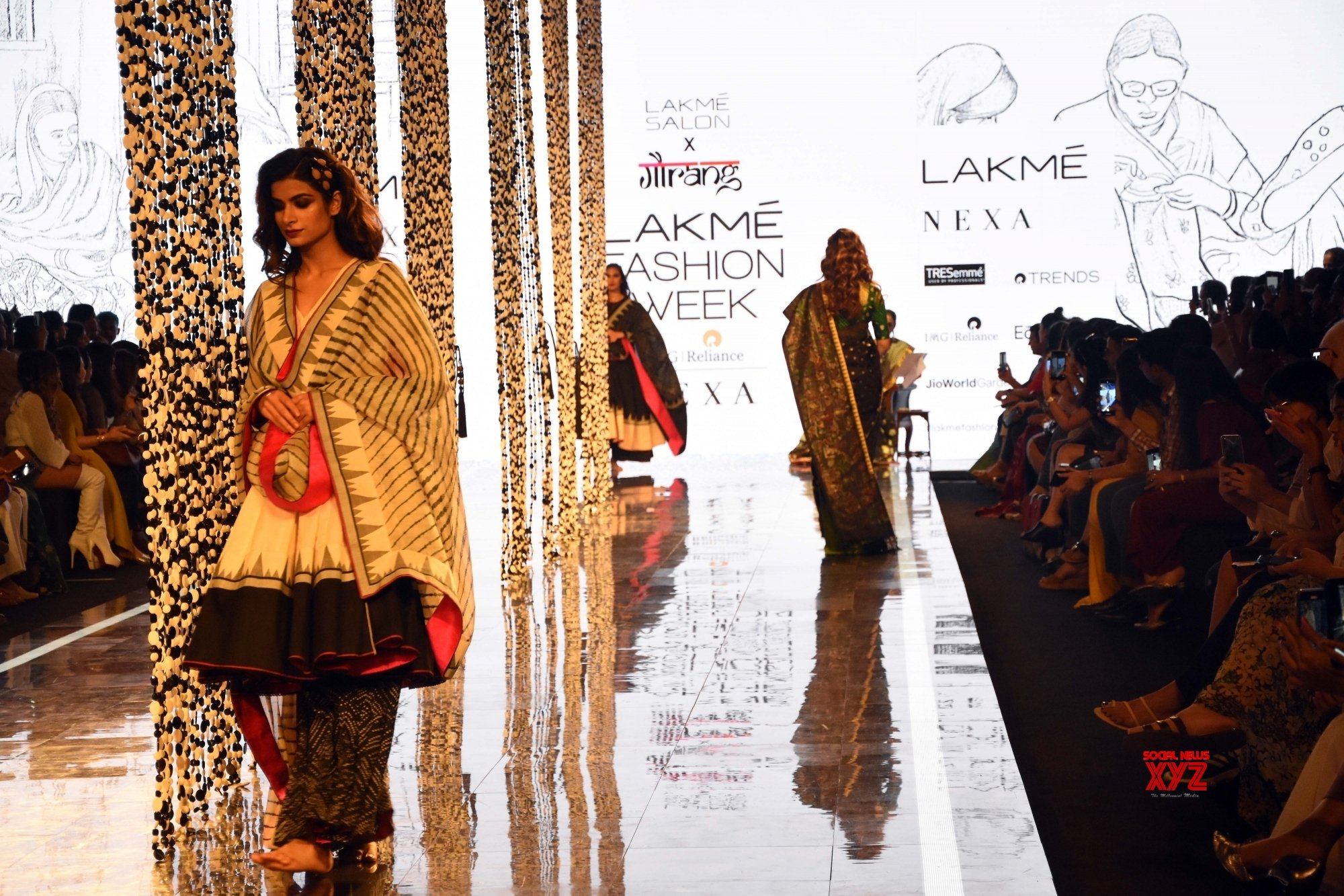 Mumbai: Tabu walks for Gaurang Shah at Lakme Fashion Week on Day 4 #Gallery