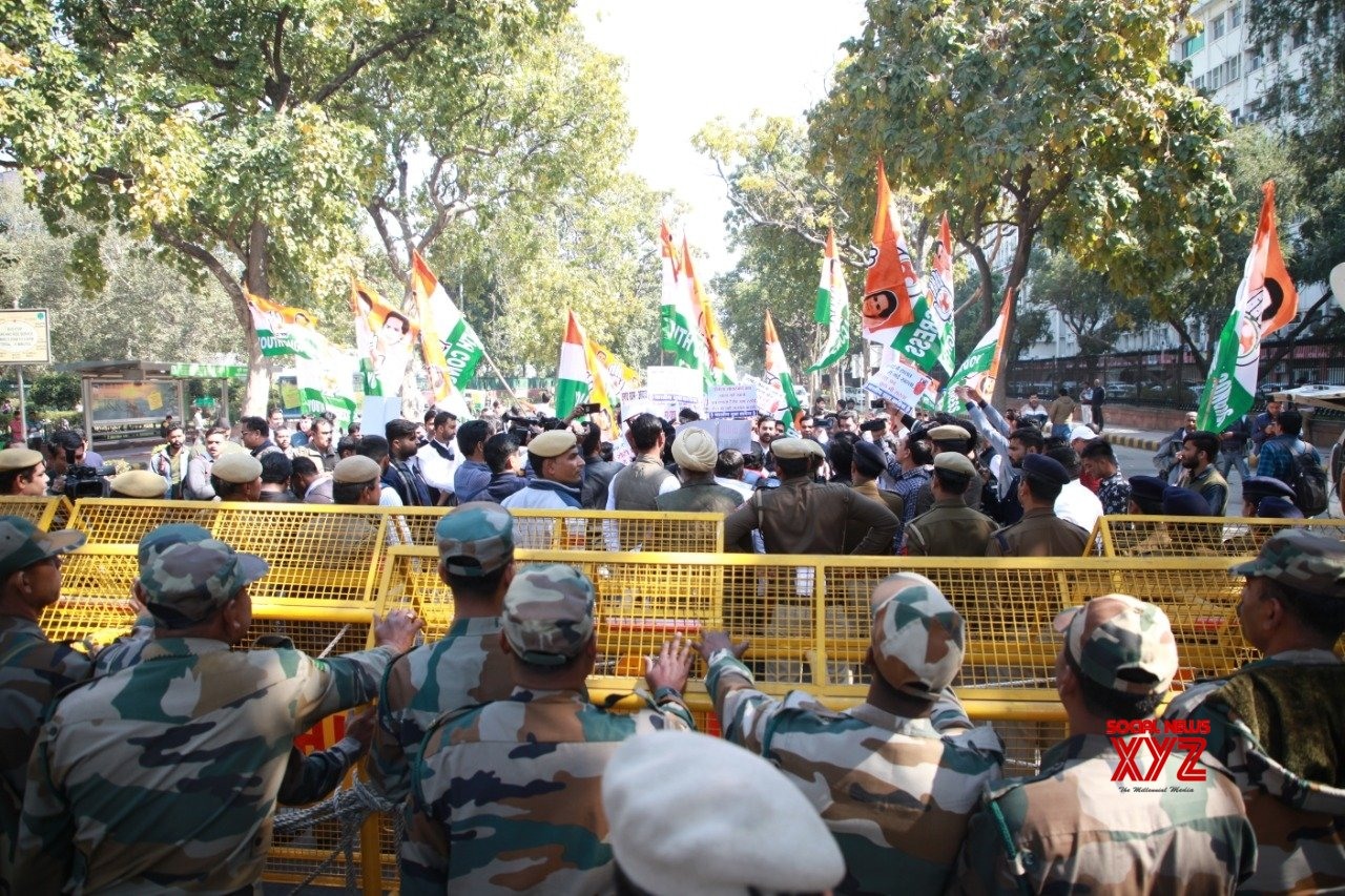 New Delhi: Cong youth wing demands roll - back of LPG price hike #Gallery