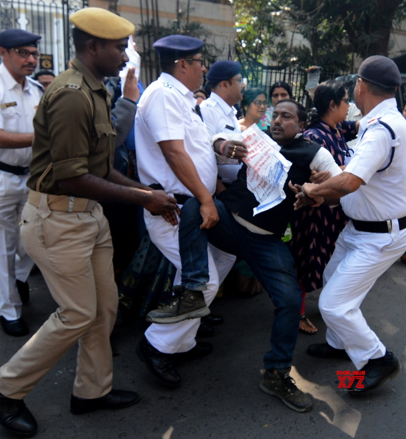 Kolkata: PTTI members detained during protest against Bengal Govt #Gallery