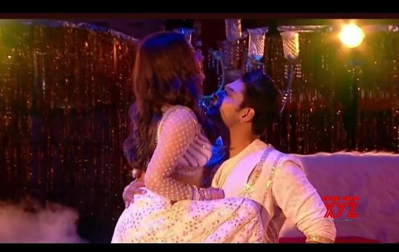 'BB 13': Sid, Rashami sensuous dance leaves netizens amused