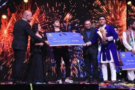 Indian Idol 11 Trophy Goes To Sunny Hindustani - Social News XYZ