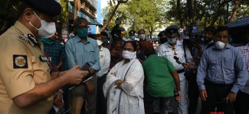 Kolkata: West Bengal Chief Minister Mamata Banerjee and Kolkata Police Commissioner Anuj Sharma visit Government Hospital to review the health services and fascilities for COVID 19 (coronavirus) patients, in Kolkata on March 24, 2020. (Photo: IANS)