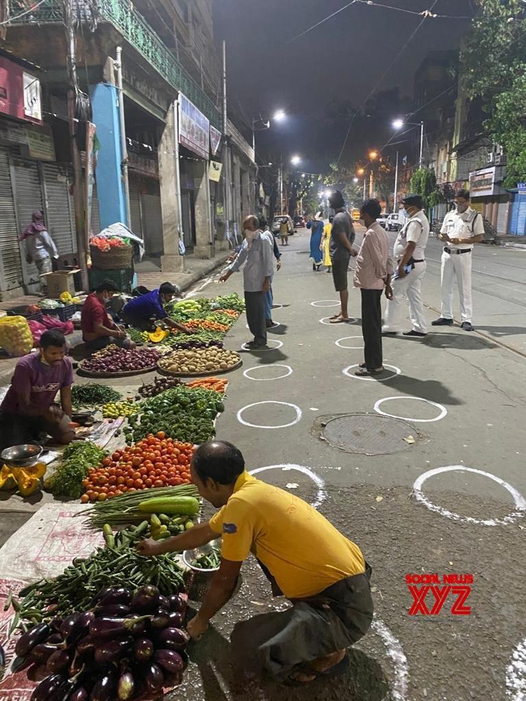 Kolkata: People practise social distancing during 21 - day long lockdown #Gallery