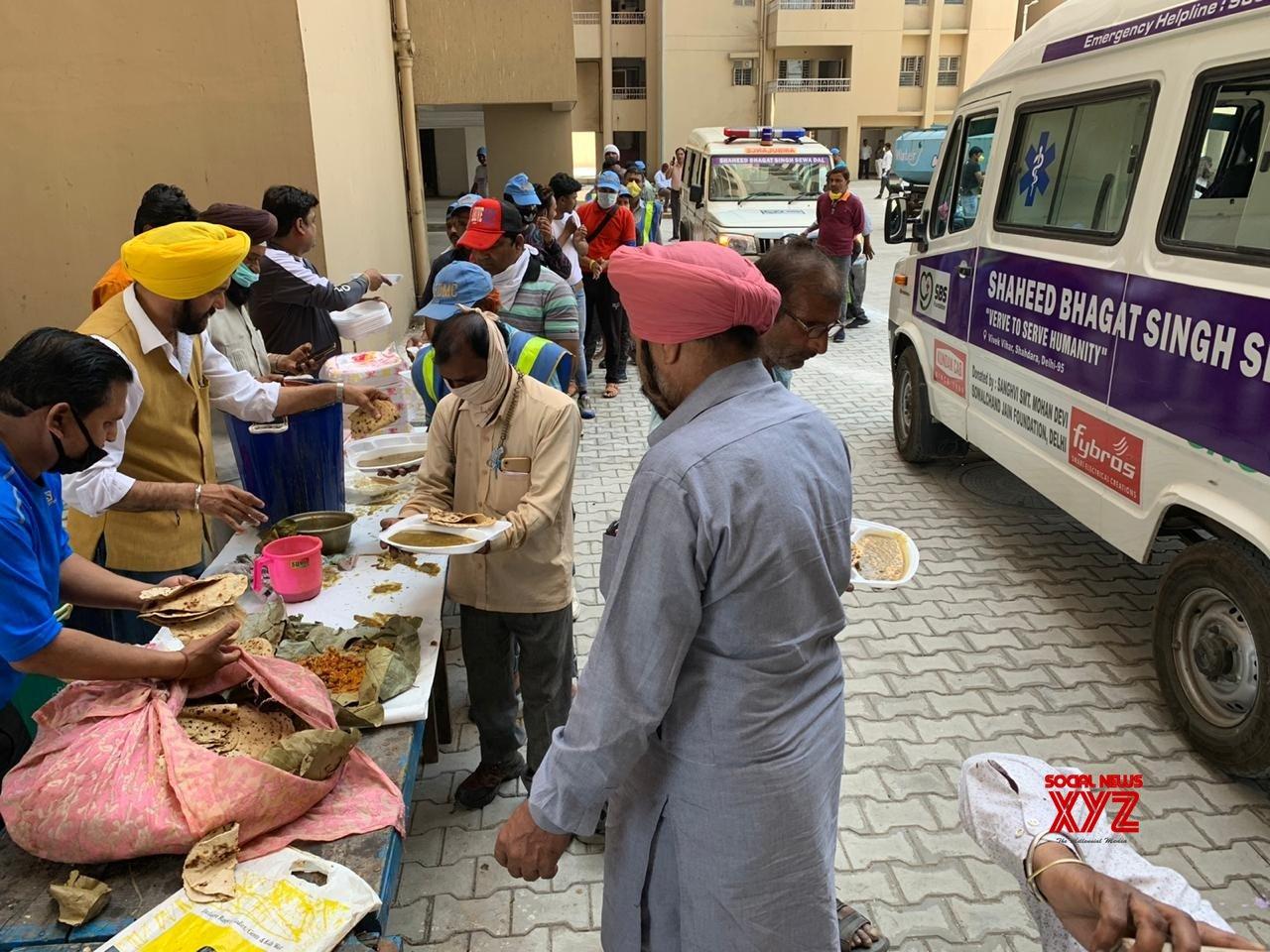 New Delhi: NGO conducts 'Langar Sewa' for workers of quarantine facility at Delhi's Mandoli #Gallery