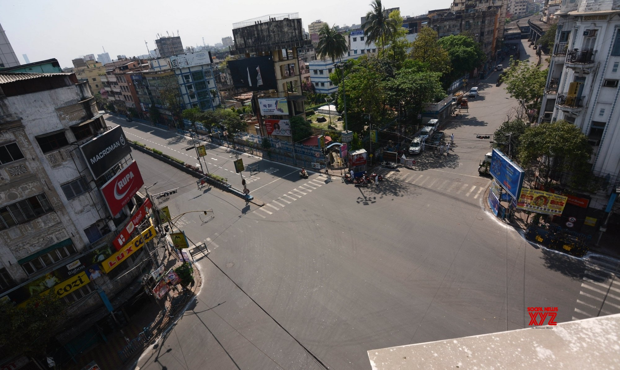 Kolkata: Deserted CR Avenue & Girish Park crossing amid lockdown #Gallery
