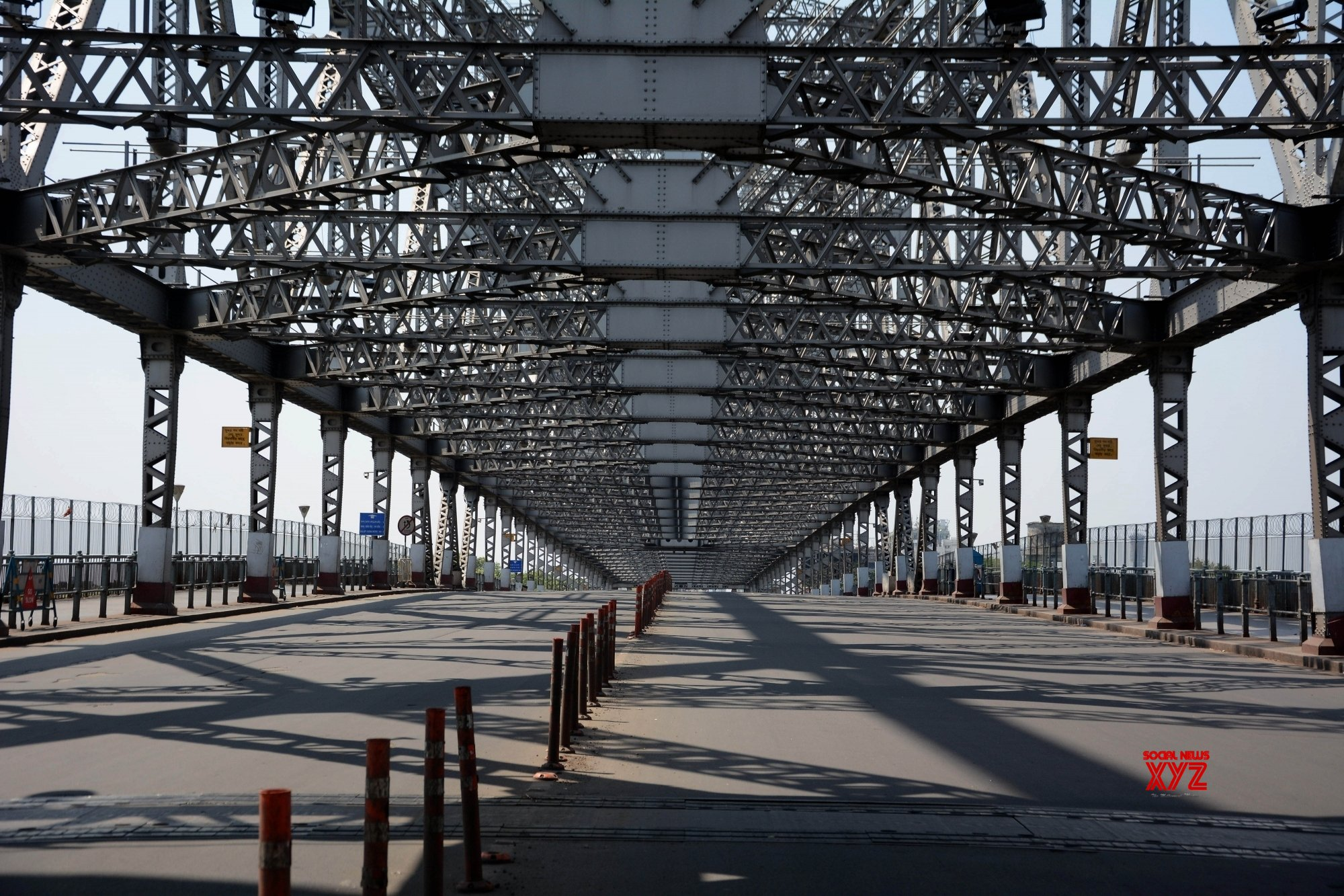 Kolkata: Deserted Howrah bridge amid lockdown #Gallery