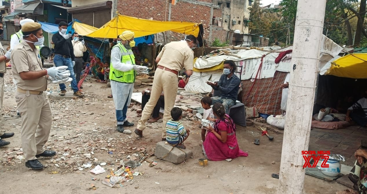 New Delhi: Police reaches out to the needy with essentials on Day 2 of nationwide lockdown #Gallery