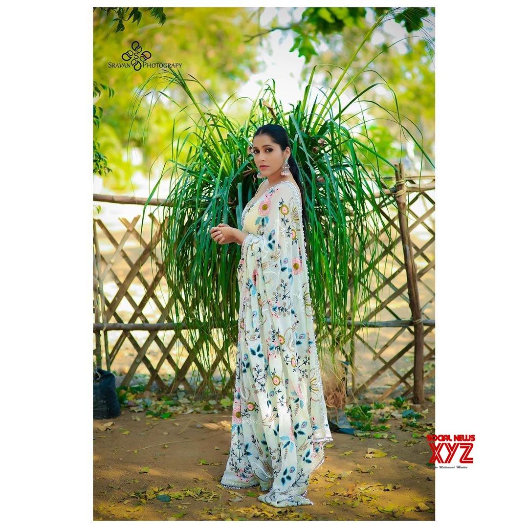 Actress Rashmi Gautam Glam Stills