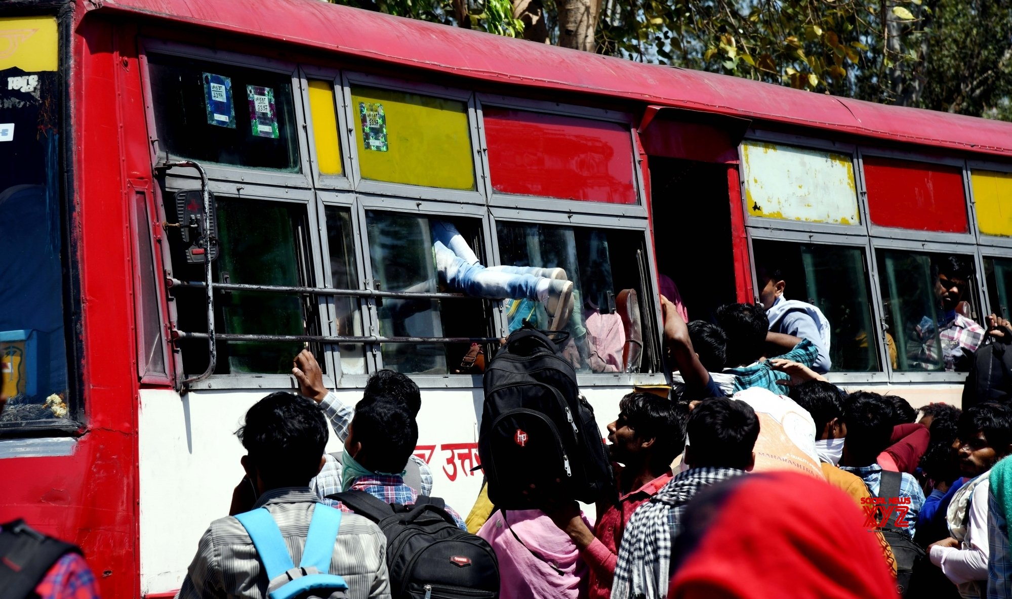 New Delhi: Migrant workers head home from Anand Vihar Bus Terminal #Gallery - Social News XYZ