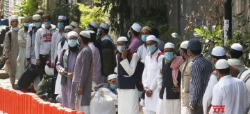 New Delhi: Suspected coronavirus patients being taken to Lok Nayak Jai Prakash Narayan Hospital from Delhi's Nizamuddin area where a religious congregation of 2000 people at a mosque has thrown up several corona positive cases as six of the persons who returned to Telangana have died from the virus and positive cases are emerging from at least five regions including J&K, Tamil Nadu, Andhra Pradesh and the Andaman and Nicobar islands; on March 31, 2020. The suspected outbreak was discovered earlier today in Delhi as it emerged that several hid their travel history to foreign countries and a large congregation was held on March 13-5 at the at the Tabligh-e-Jamaat's Markaz in Nizamuddin. The area was sealed today and hundreds of those present were whisked away to hospitals. With this the coronavirus death toll in the country is 43 while the total number of cases has risen to 1,280. (Photo: IANS)