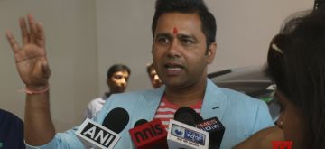 New Delhi: Former cricketer Aakash Chopra talks to the press during the IPL Trophy Tour 2018, in New Delhi on March 29, 2018. (Photo: IANS)