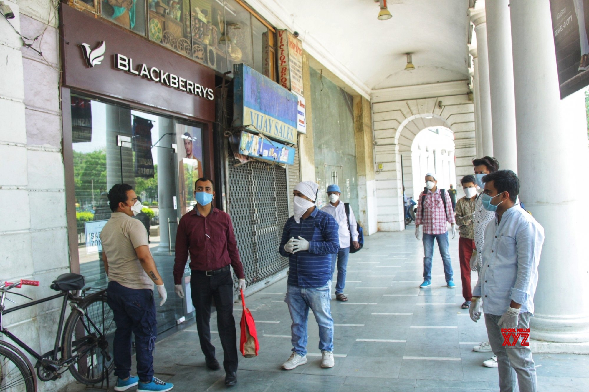 New Delhi: Stores re - open at Connaught Place during lockdown - 4 #Gallery