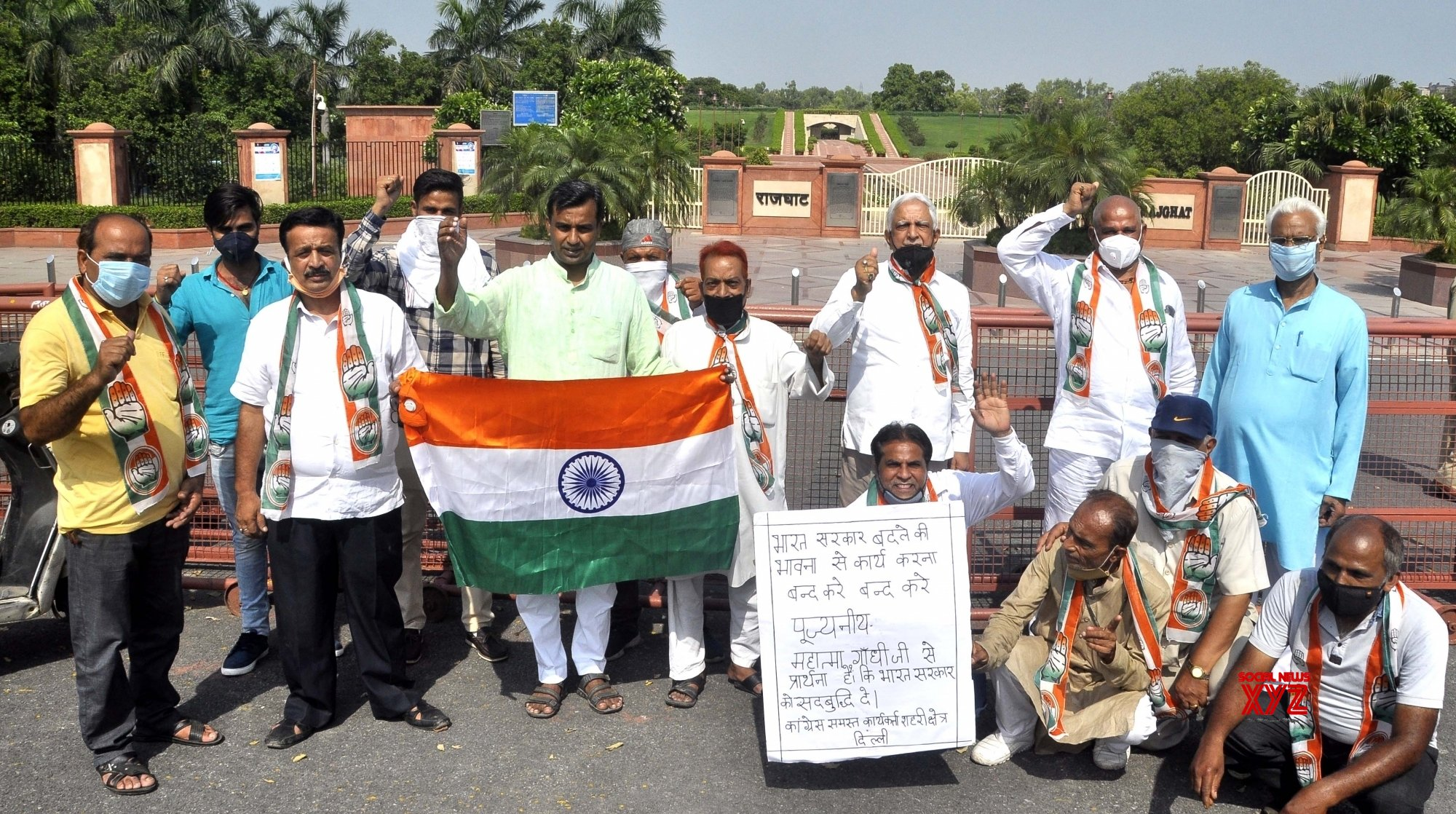New Delhi: Congress protests against Central Govt after Priyanka asked to vacate govt accommodation #Gallery