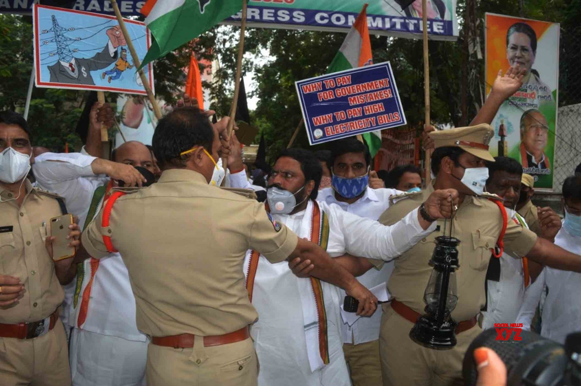 Hyderabad: Congress protests against inflated electricity bills, fuel price hike #Gallery