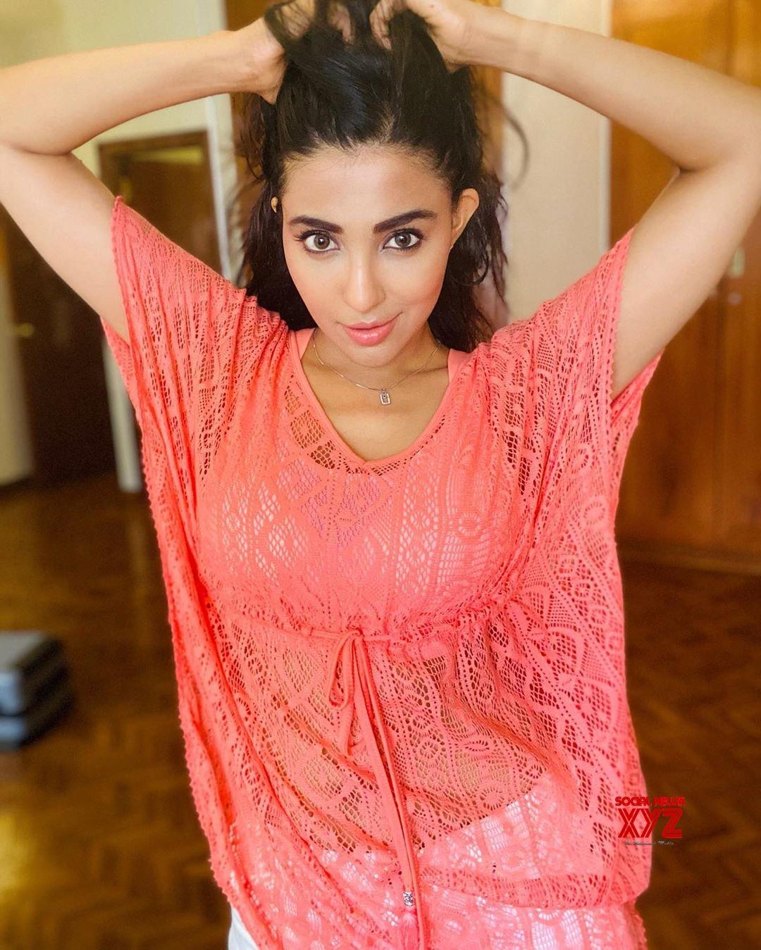 Actress Parvati Nair Latest Hot And Sexy Stills
