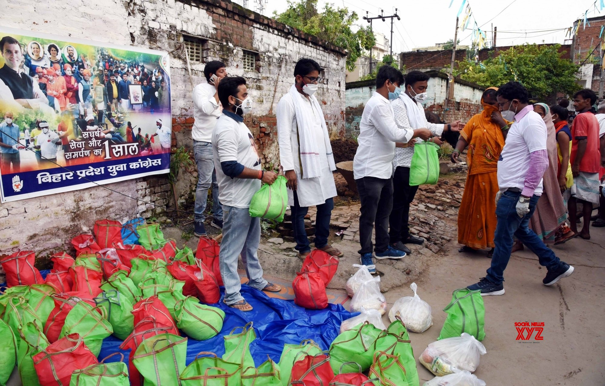 Patna: Youth Congress activists distribute relief packets among flood victims #Gallery