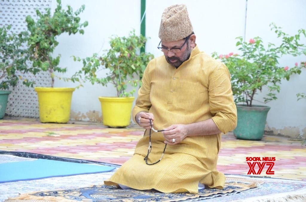 New Delhi: Mukhtar Abbas Naqvi offers namaz on the occasion of Eid - Ul - Zuha #Gallery