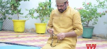 New Delhi: Union Minority Affairs Minister Mukhtar Abbas Naqvi offers namaz on the occasion of Eid-Ul-Zuha at his residence in New Delhi on Aug 1, 2020. (Photo: IANS)