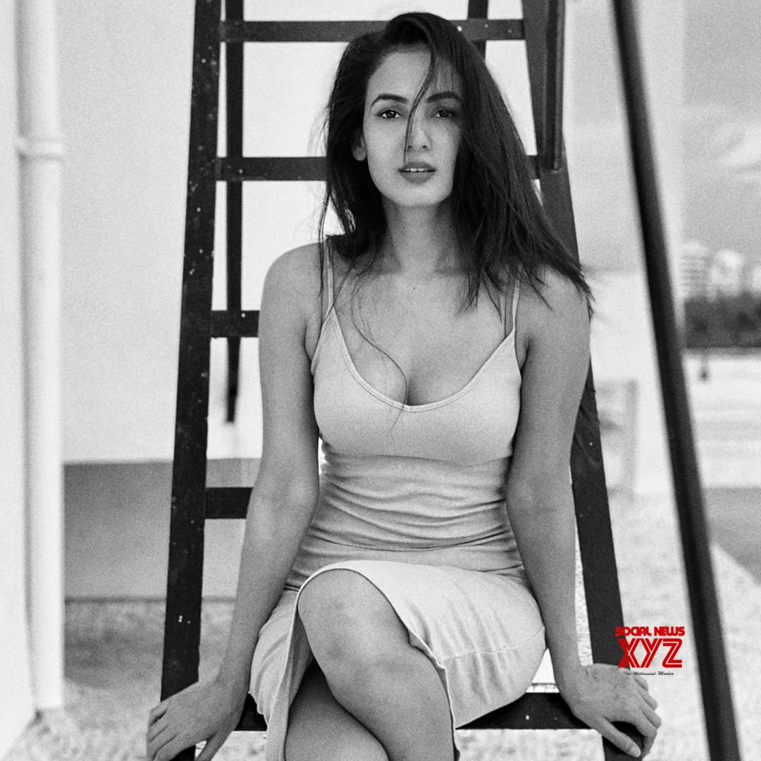 Actress Sonal Chauhan Latest Hot And Sexy Stills