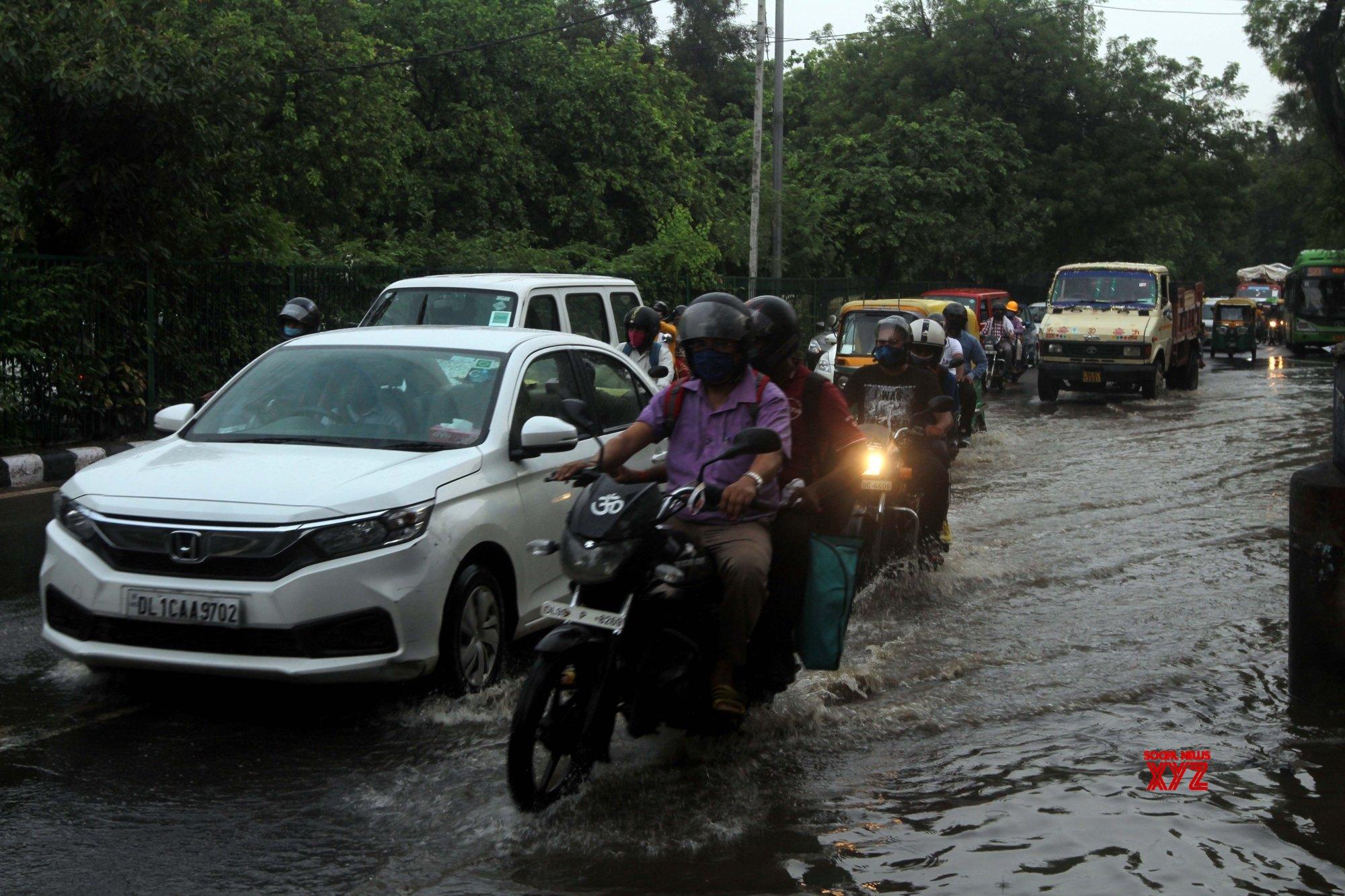 New Delhi: Rains leave Sri Aurobindo Marg water - logged #Gallery