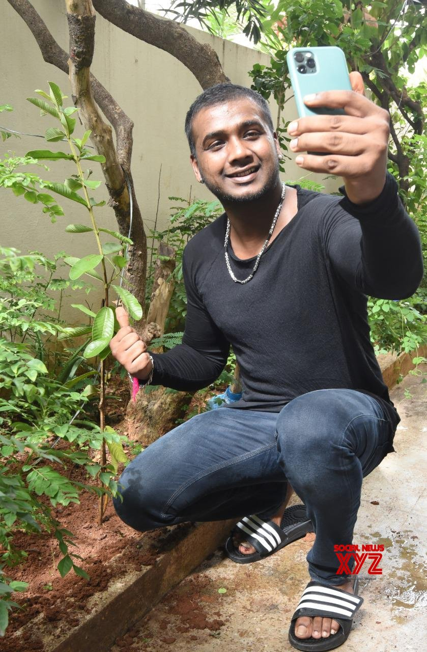 Bigg Boss 3 Winner Rahul Sipligunj Accepted Green India Challenge Given By Music Director Jeevan Babu And Planted Saplings