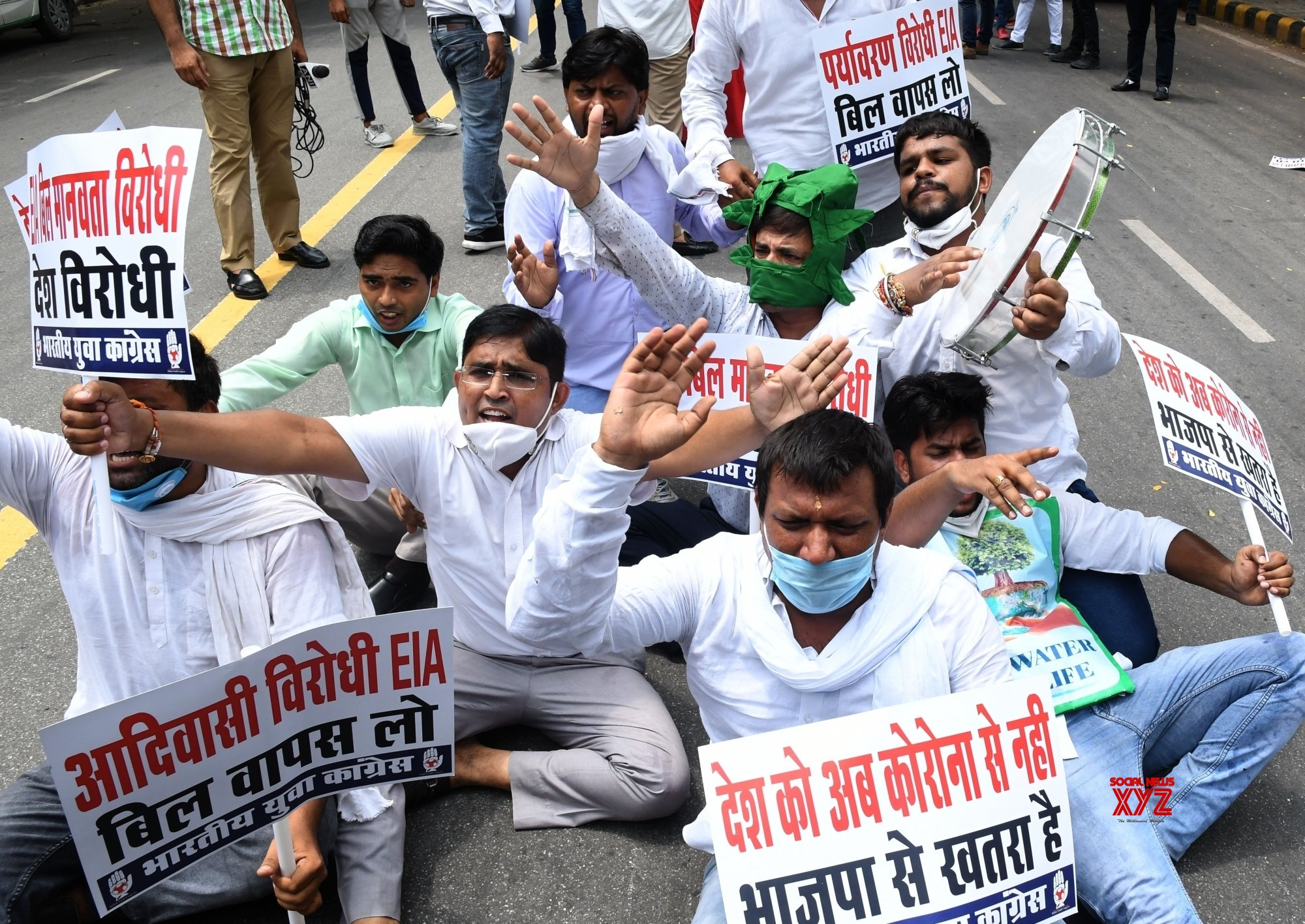 New Delhi: Congress activists protest outside Prakash Javadekar's residence #Gallery