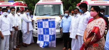 Hyderabad: Telangana Assembly Speaker Pocharam Srinivas Reddy and State Cabinet Minister K.T.Rama Rao flag off Ambulance services from Jubilee Hall, Public Garden in Hyderabad on Sep 10, 2020. (Photo: IANS)