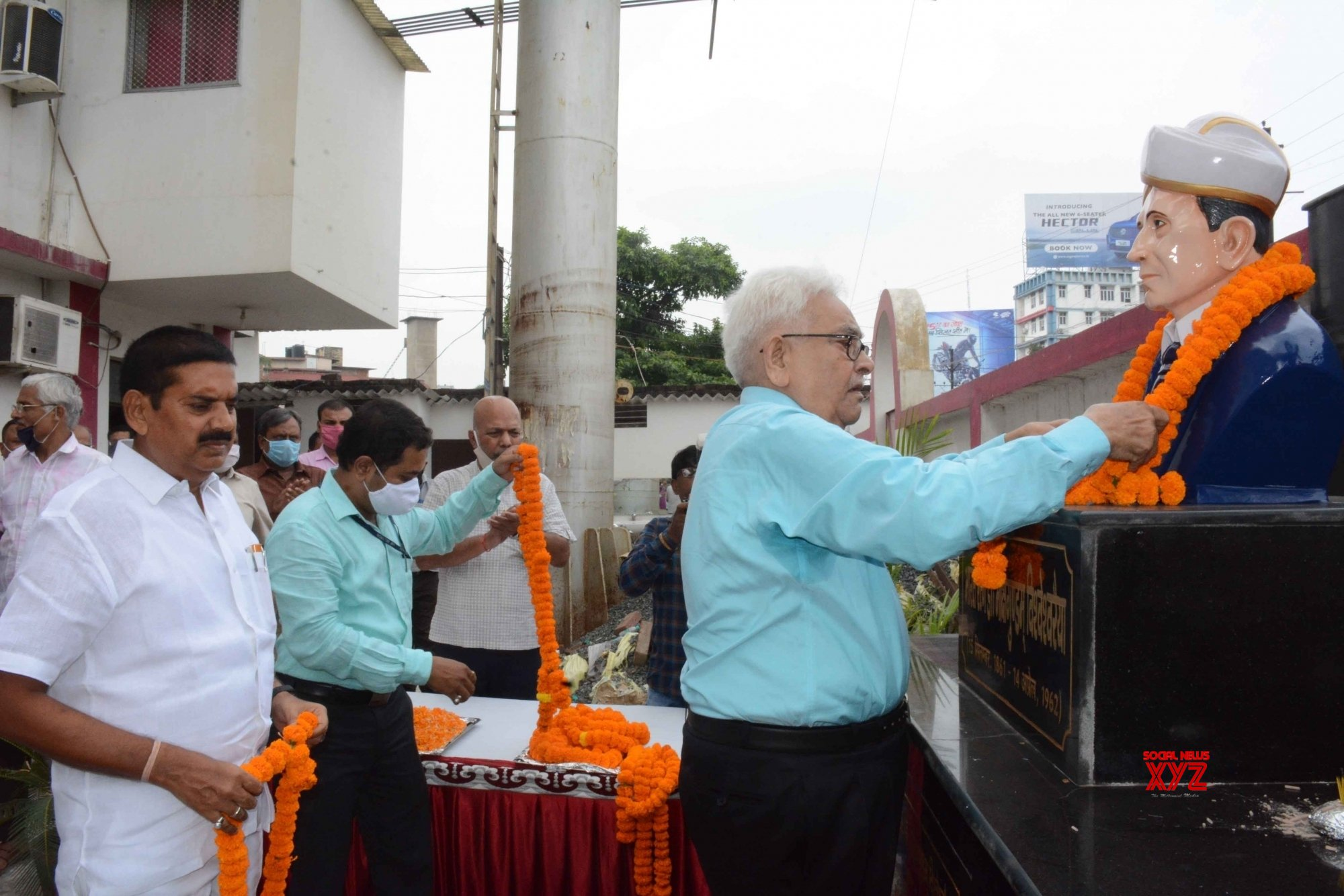 Patna: Tributes paid to Mokshagundam Visvesvaraya on Engineer's Day #Gallery