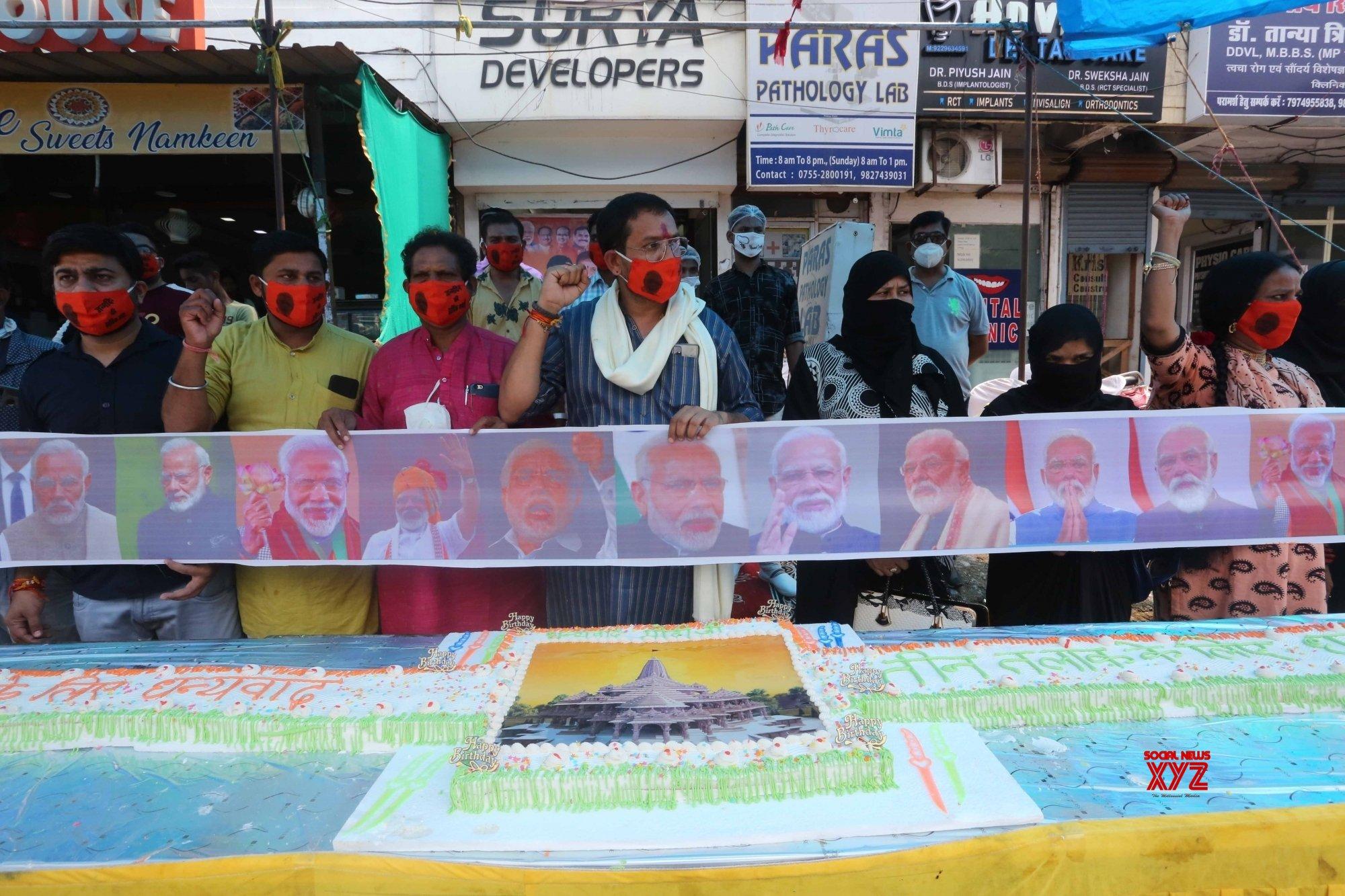 Bhopal: Bharatiya Sindhu Sabha activists cut cake on PM Modi's b'day eve #Gallery