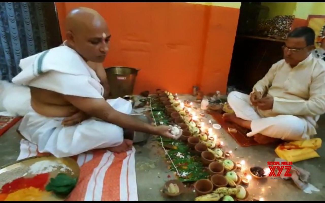 Bihar: 'Pind Daan' performed for the departed souls of - COVID - 19 victims in Gaya #Gallery