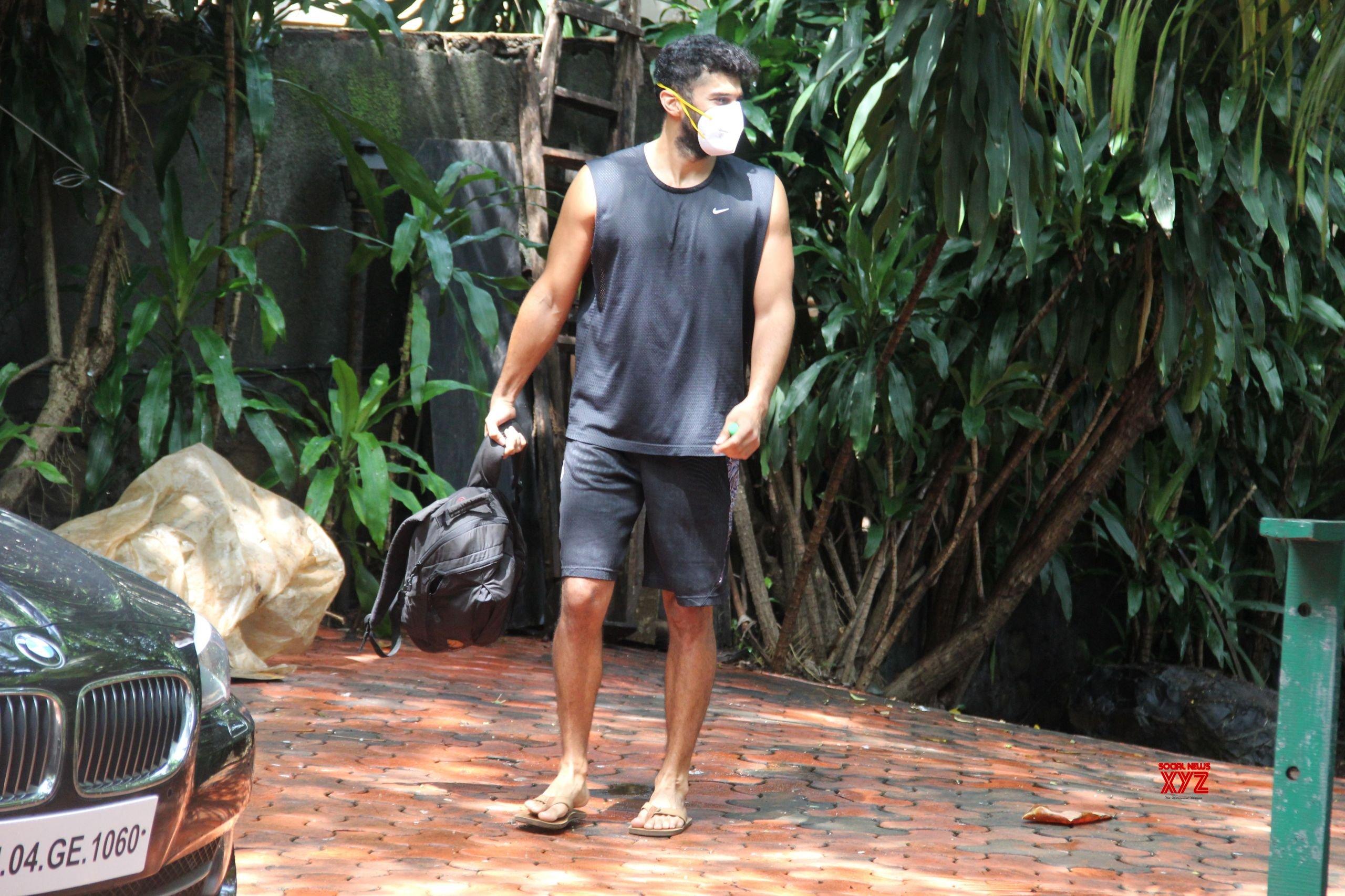 Aditya Roy Kapoor Spotted At Bandra Gallery