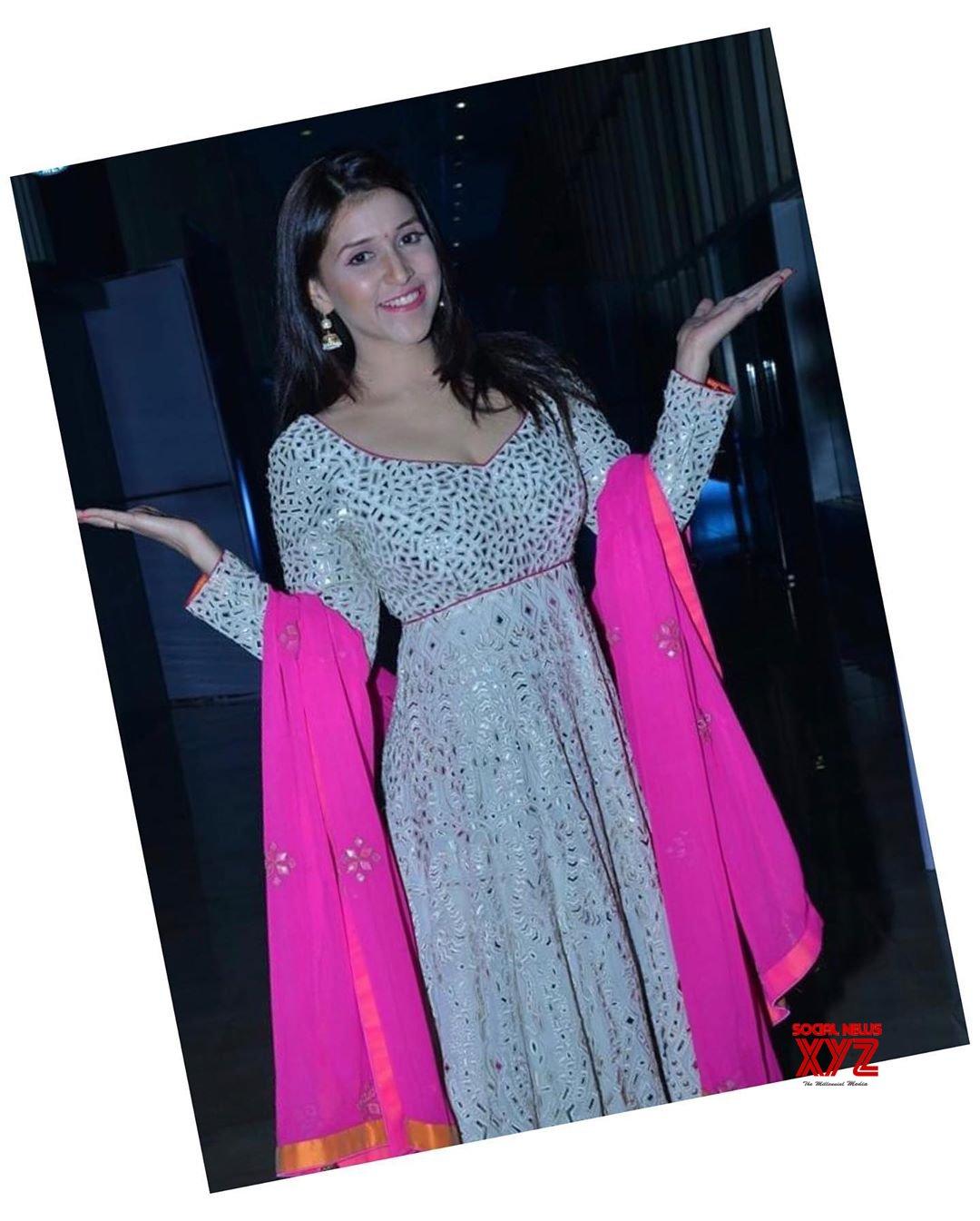 Actress Mannara Chopra Latest Stills