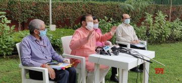 New Delhi: Union Environment, Forest and Climate Change, Information and Broadcasting and Heavy Industries and Public Enterprises Minister Prakash Javadekar addresses a press conference in New Delhi on Oct 15, 2020. (Photo: IANS)