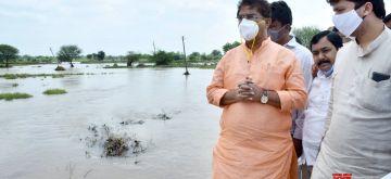 Kalaburgi:  Karnataka Minister R. Ashok inspects an agricultural land submerged under water after heavy rains left Kalaburgi flooded on Oct 16, 2020. (Photo: IANS)