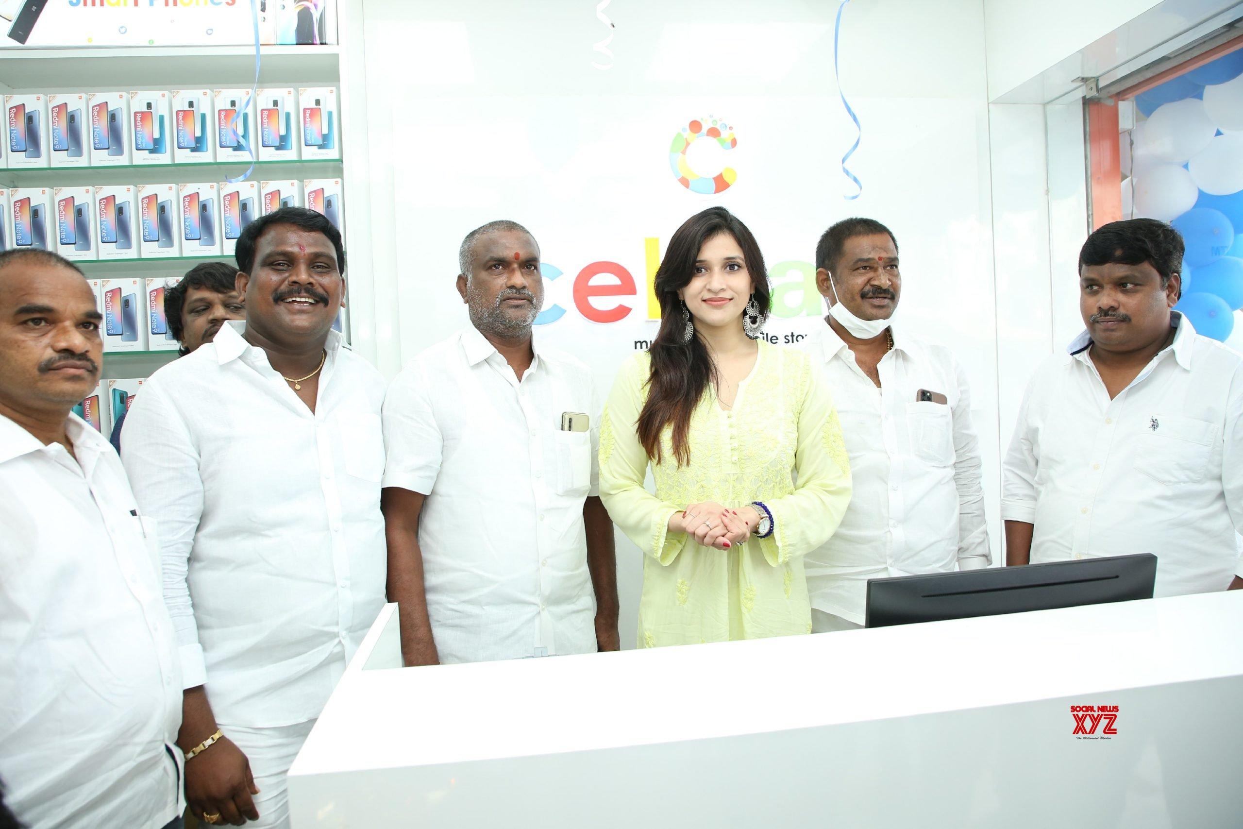 Actress Mannara Chopra Inaugurated 55th Cellbay Multi Brand Mobile Store At Beeramguda - Gallery