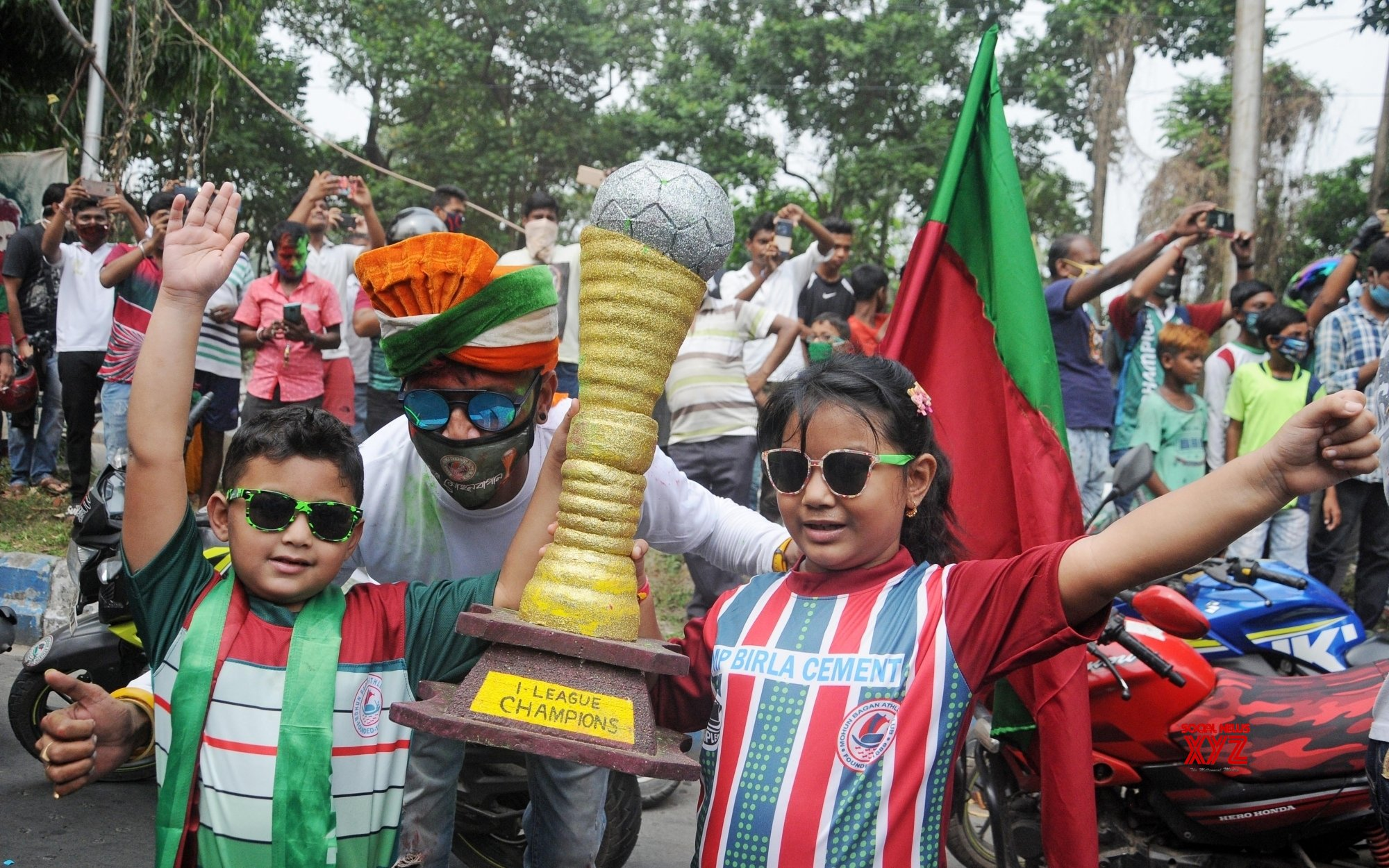 Kolkata: Mohun Bagan Football Club supporters hold a victory rally from Hotel Hyatt to Mohun Bagan Ground (Batch 2) #Gallery