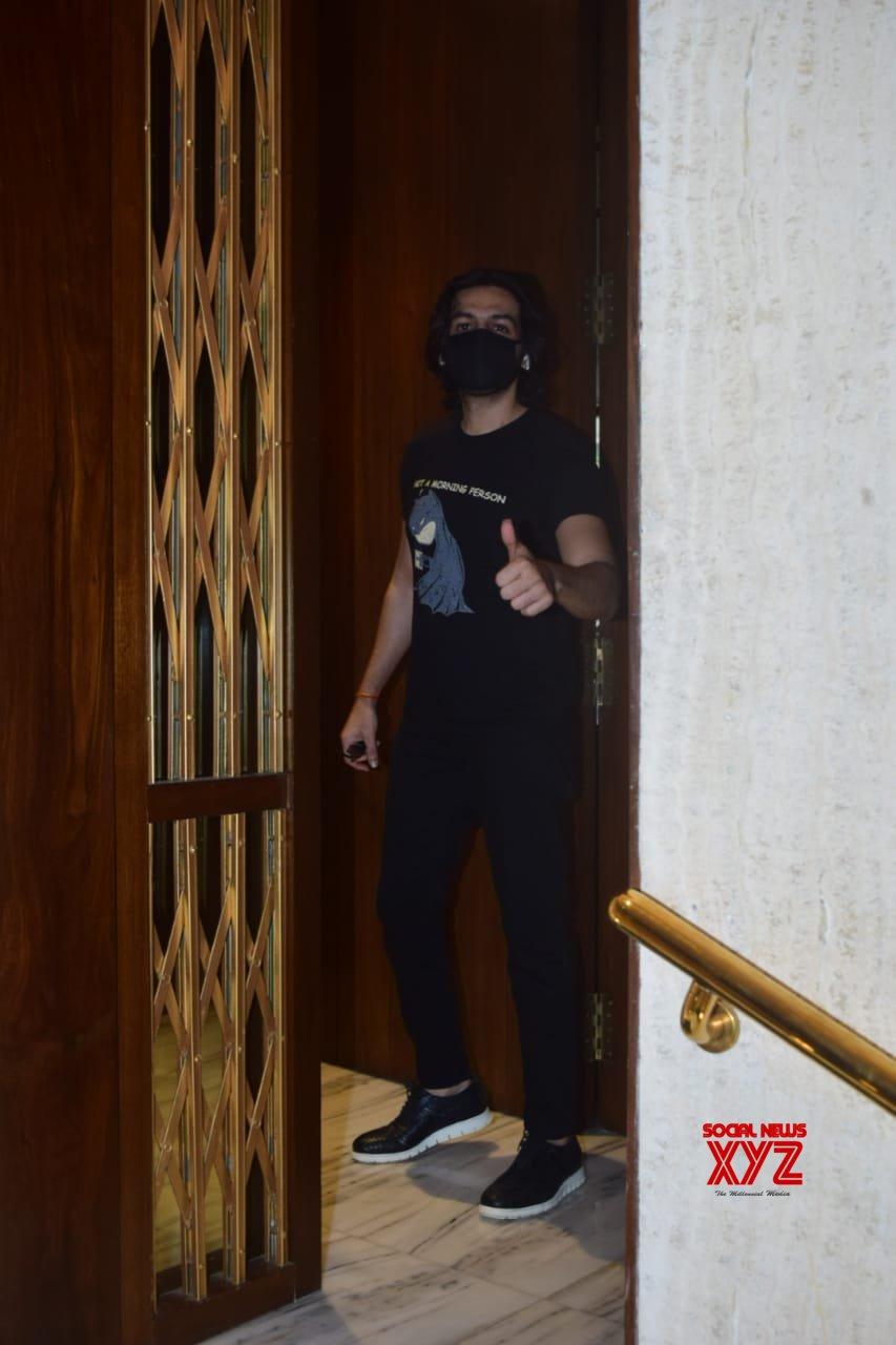 Kartik Aaryan Spotted At Manish Malhotra's House In Bandra - Gallery