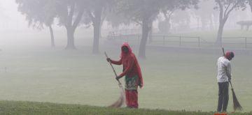 New Delhi: Smog engulfs the national capital on Nov 14, 2020. (Photo: IANS)