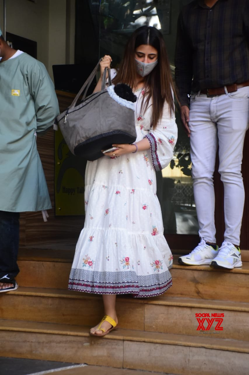 Actress Nupur Sanon Spotted At Pet Clinic In Bandra - Gallery