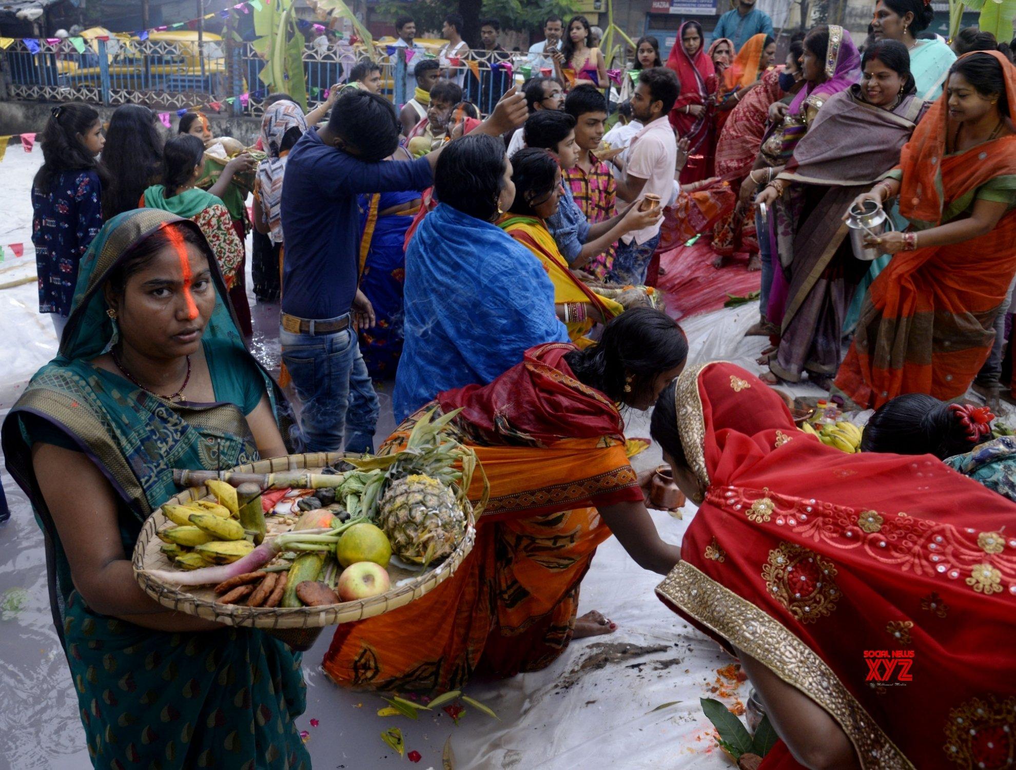 Kolkata: Chhath Puja celebrations #Gallery
