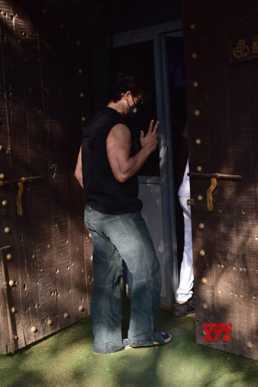 Tiger Shroff At Dubbing Studio In Juhu - Gallery