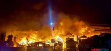 Kolkata:  A major fire broke out in Kolkata's Bagbazar area on Wednesday evening, West Bengal fire services officials said. As many as 27 fire engines were pressed into service to douse the blaze. The fire broke out at around 7 pm at Chitpore Lock Gate Bridge's Hazari Bustee area located on Kshirode Vidyavinode Avenue near the Bagbazar Women's College. Jan 13, 2021. (Photo: Kuntal Chakrabarty/IANS)
