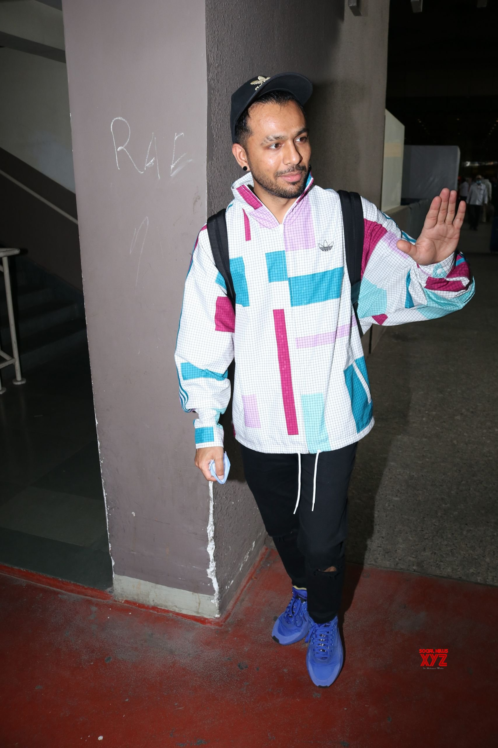 Tony Kakkar Spotted At Airport Arrival HD Gallery