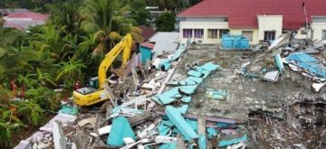 Aerial photo shows an excavator working on damaged buildings during a search operation after a 6.2-magnitude earthquake in Mamuju, West Sulawesi, Indonesia, Jan. 17, 2021. (Photo by Niaz Syarief/Xinhua/ians)