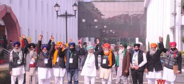 New Delhi:  Farmers from Punjab, Haryana and Uttar Pradesh arrive at Vigyan Bhawan for a meeting with union agriculture minister over new farm laws in New Delhi on Wednesday. 20 January 2021 (Photo: Bidesh Manna/IANS)