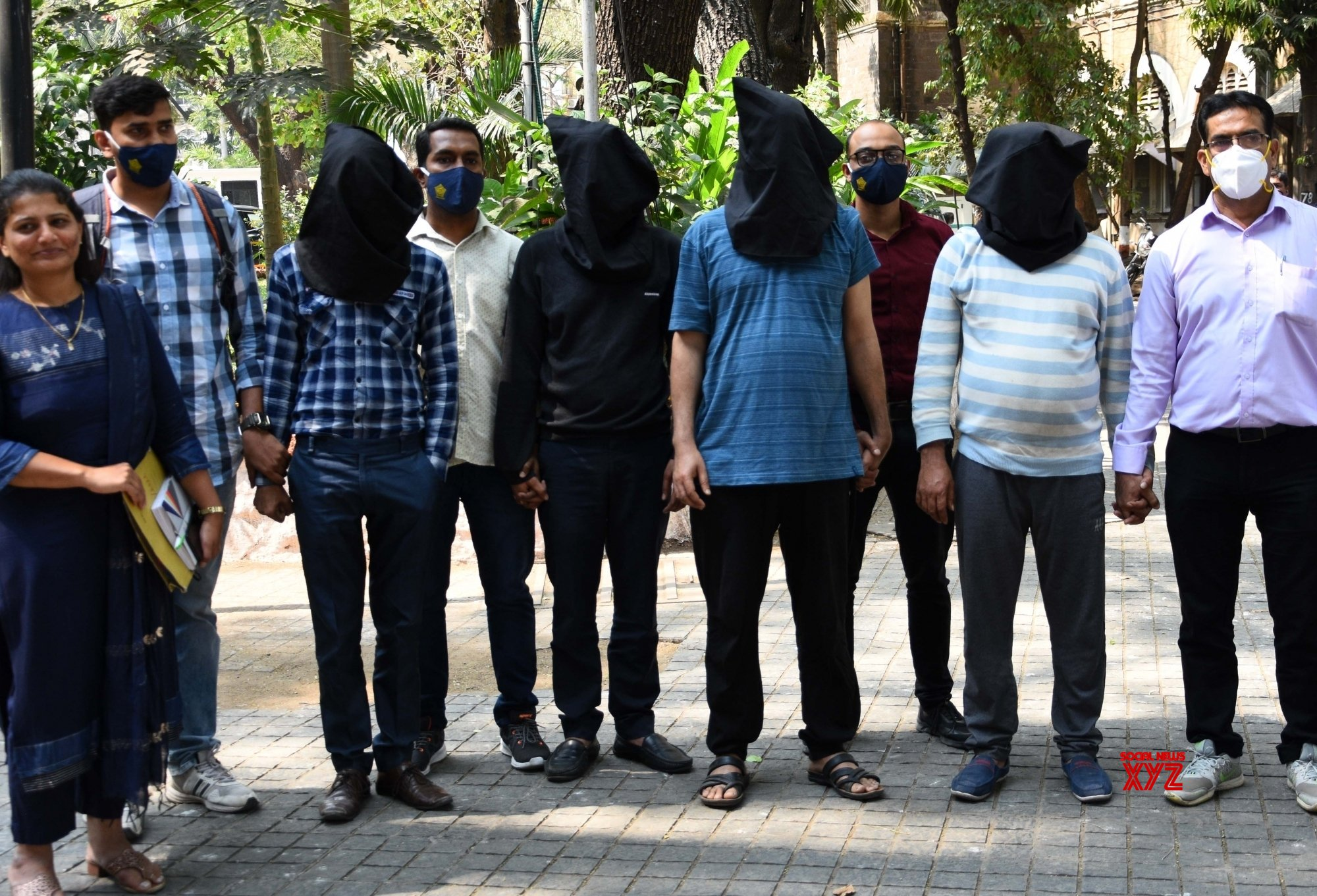 Mumbai: Four people arrested by Mumbai crime branch #Gallery