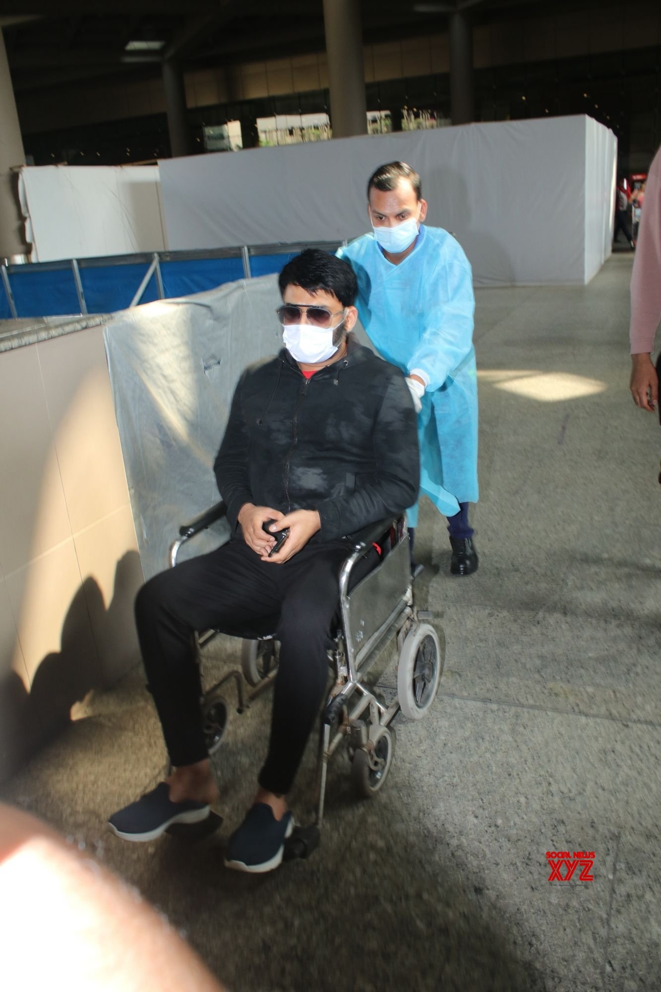 Kapil Sharma Spotted At Airport Arrival - Gallery