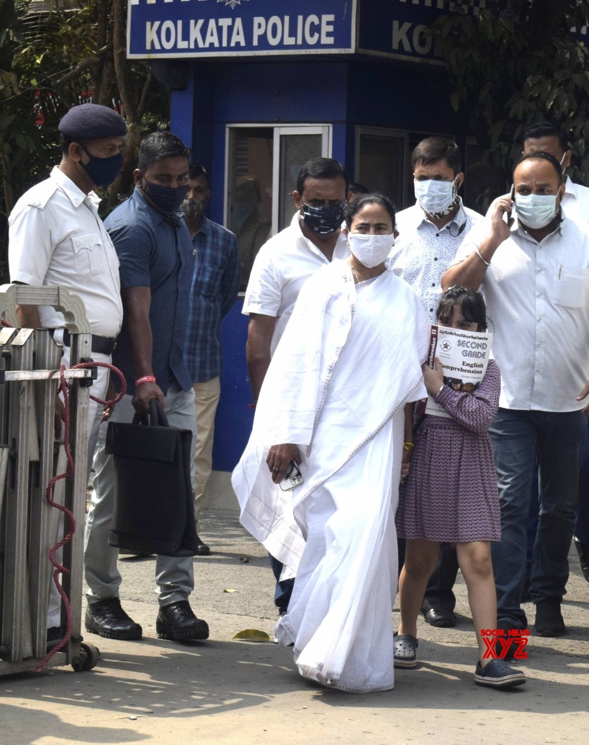 Kolkata: West Bengal Chief Minister Mamata Banerjee along with TMC MP Abhishek Banerjee's daughter at his residence #Gallery