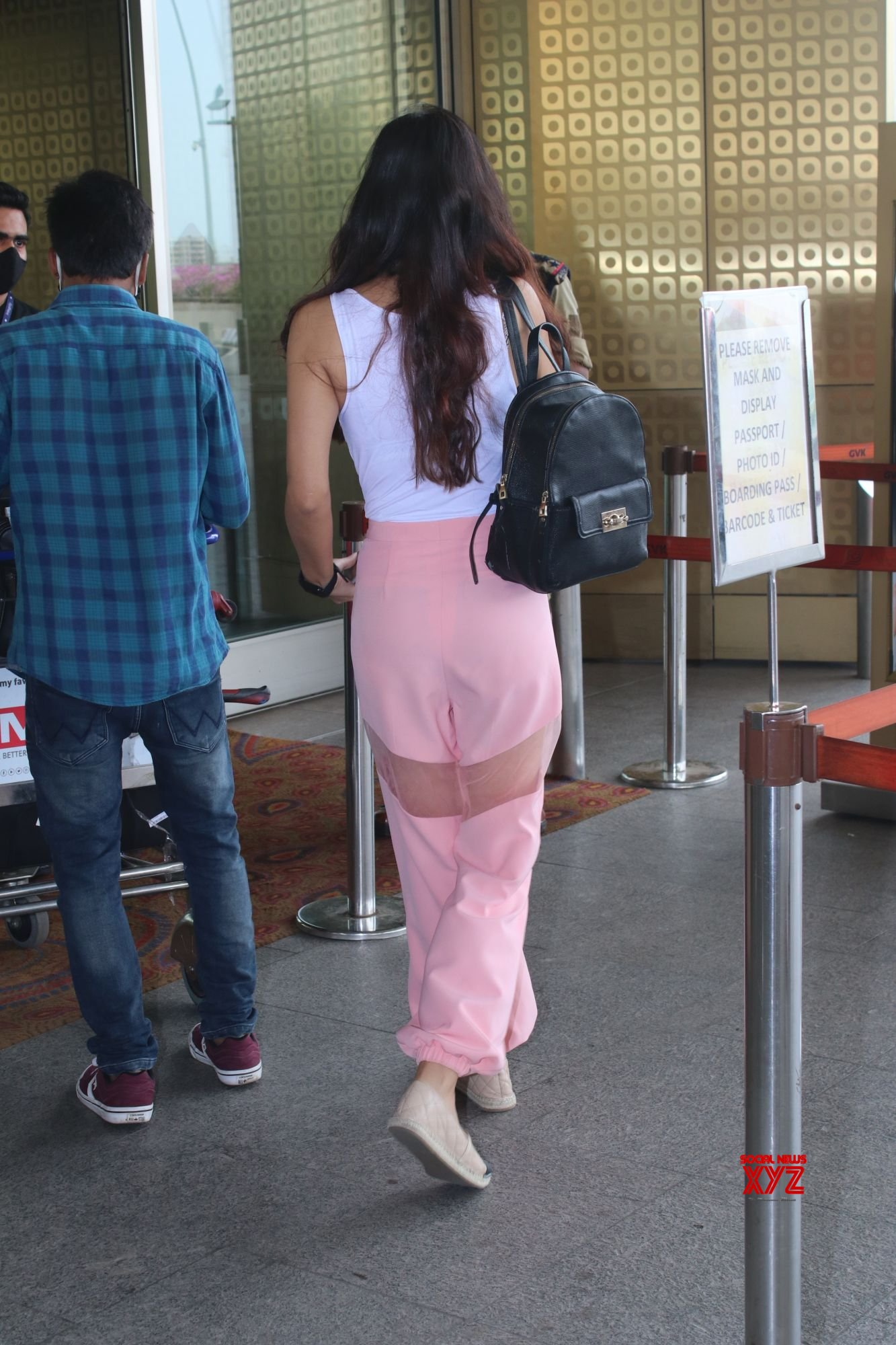 Actress Pooja Chopra Spotted At Airport Departure - Gallery